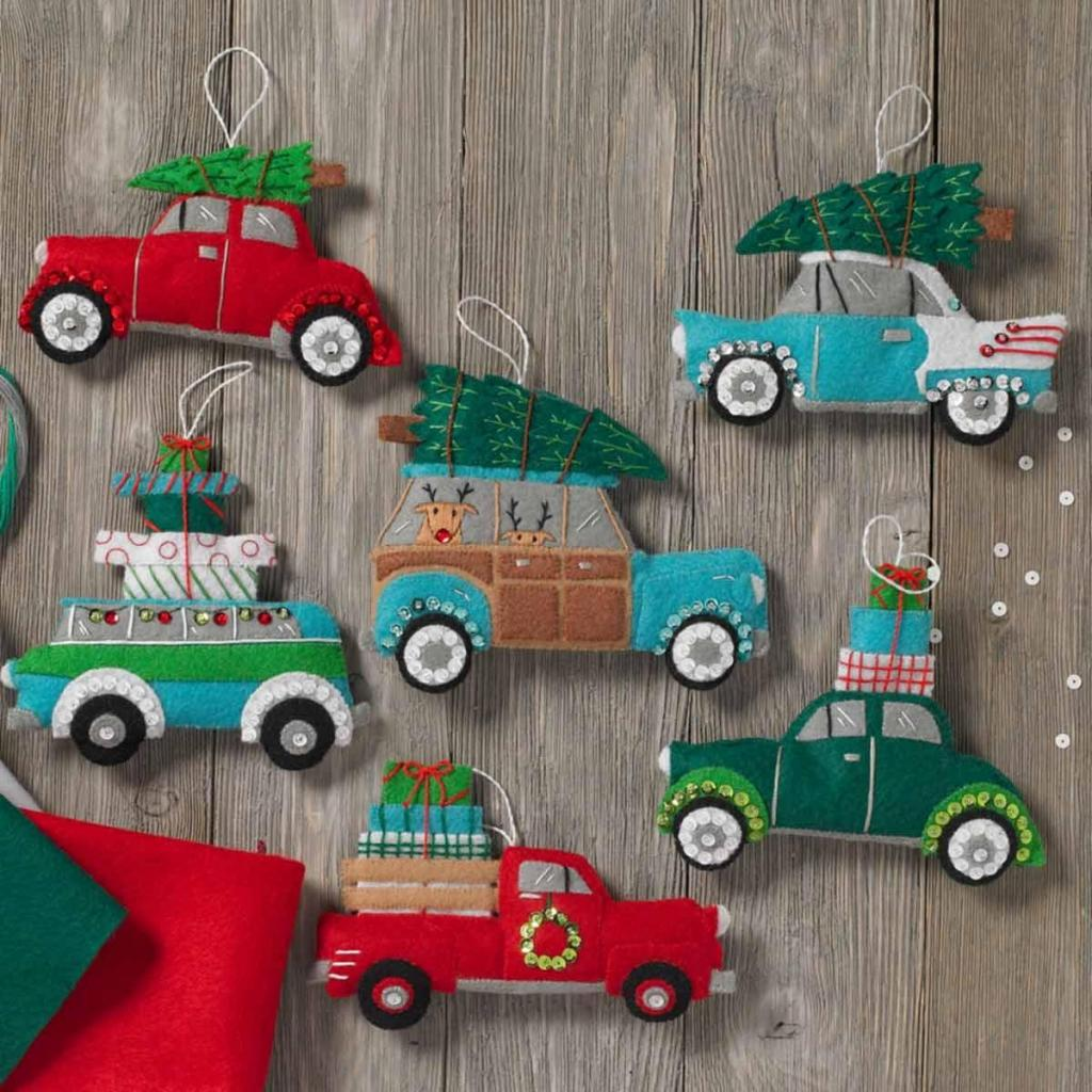 toy car with christmas tree on top, игрушка машина с елкой на крыше своими руками